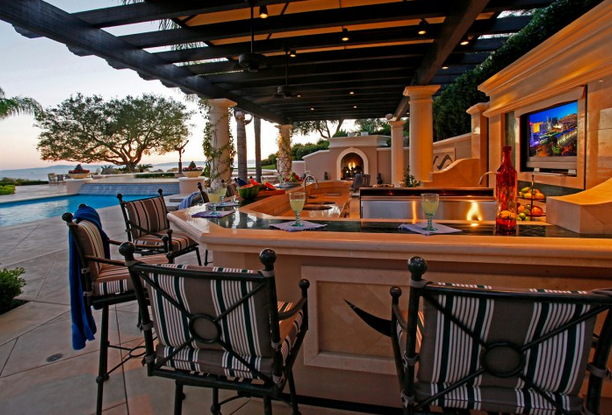 How To Set Up Your Outdoor Entertainment Center